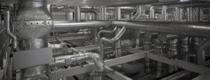 Eine Industrielüftung mit vielen Rohren. Die Firma Urs Metzger AG ist Ihr Ansprechspartner für Industrielüftungen.
