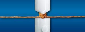 Rohr mit einem Strick zugeklemmt. Dank unseren Boilerentkalkungen haben Sie stetig fliessendes und sauberes Wasser.
