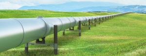 Eine Pipeline durch eine Landschaft. Oelheizungen der Firma Urs Metzger AG.