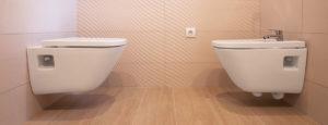 Ein weisses Dusch WC der Firma Urs Metzger AG.